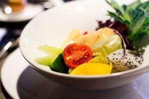 Teller mit frischem Gemüse, Nahaufnahme