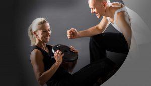 Christian und Susanne mit Hantel und Trainingskleidung