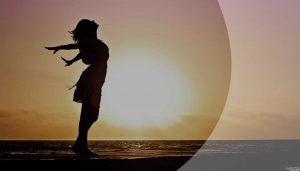 Silhouette Frau am Strand