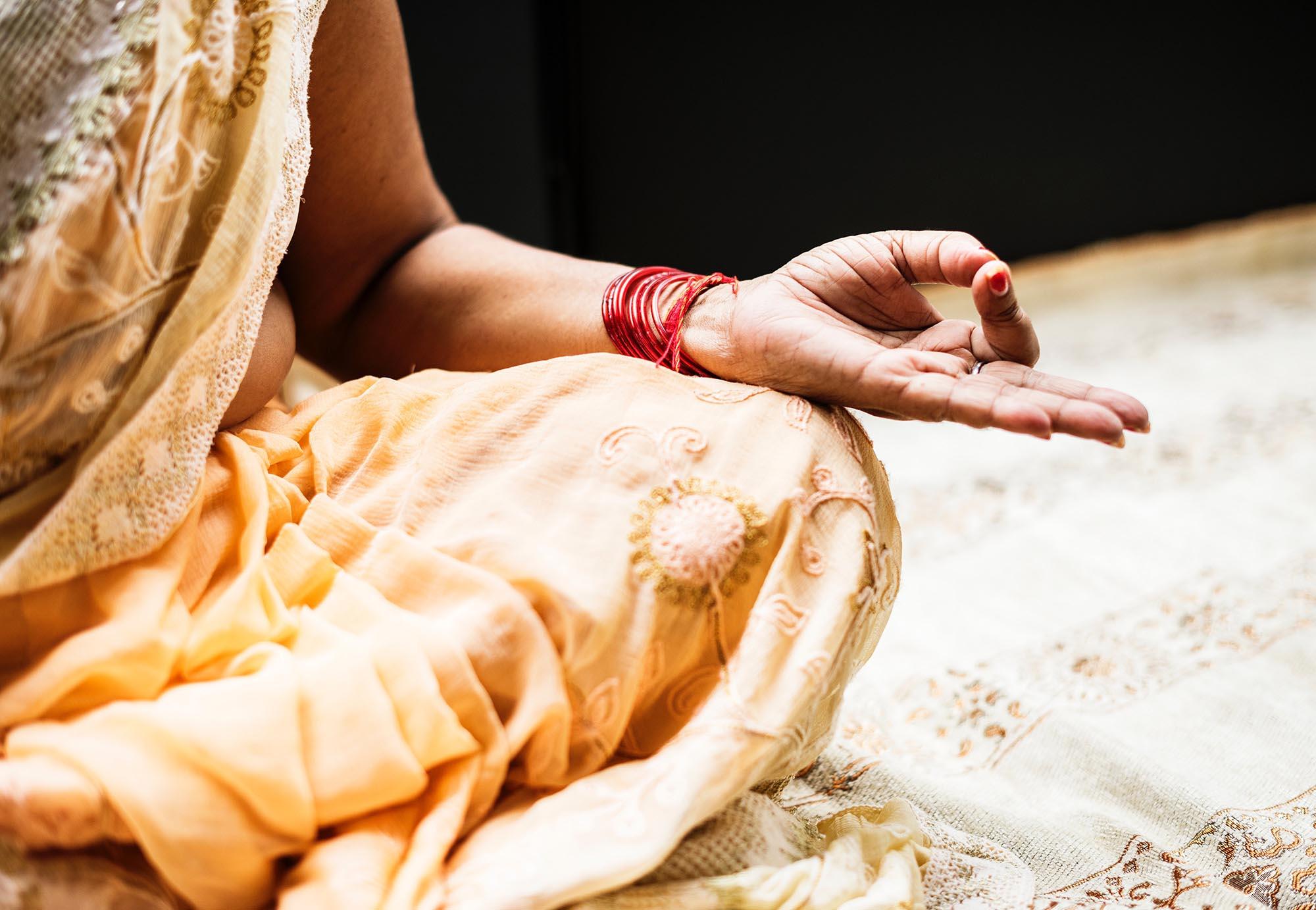 Inderin Yogahaltung Nahaufnahme Hand