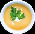 Teller mit Karottensuppe, garniert mit Petersilienblatt